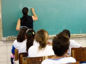 Salário dos professores deve receber precatórios do Fundef e Fundeb. (Imagem: Lumni Centro Educacional)