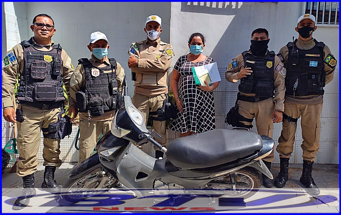 Agentes de trânsito recuperam motocicleta roubada após interceptação próximo a Câmara Municipal em Chapadinha